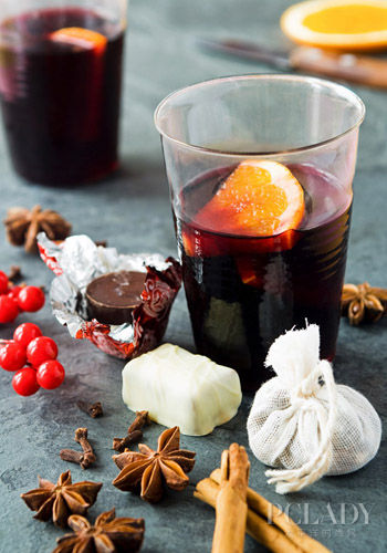 Mulled wine with spices and chocolates